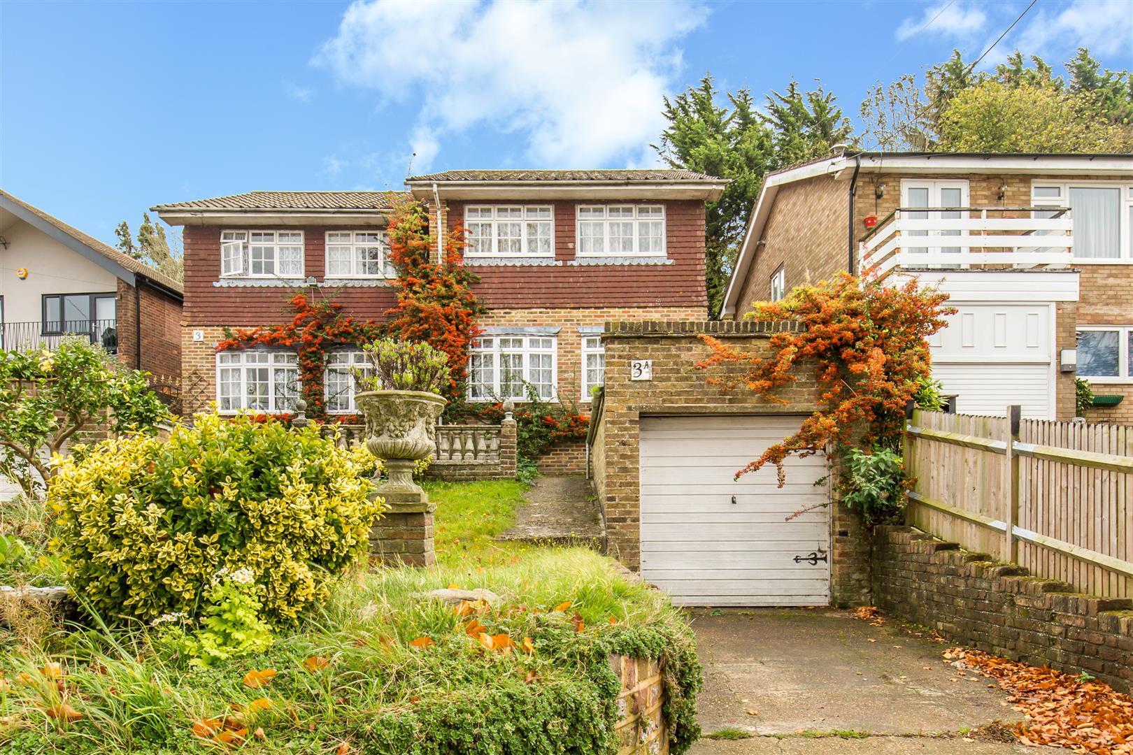 3 Bedrooms Semi Detached House for sale in Hillcrest Road, Biggin Hill, Westerham